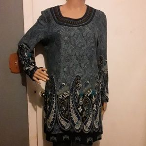 White Mark blue floral and Paisley print tunic top